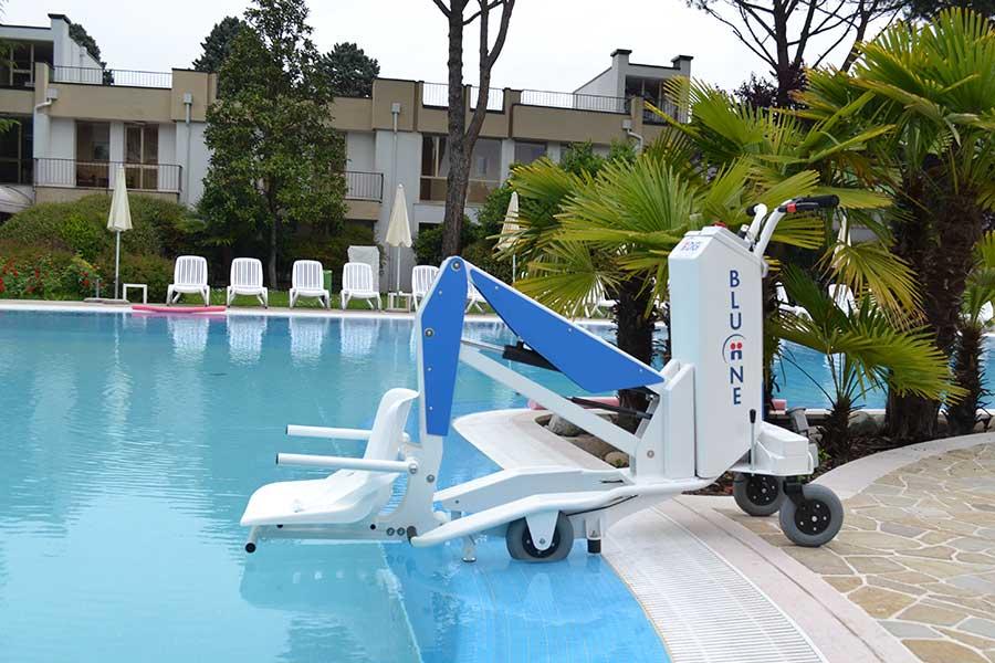 Elevador eléctrico BluOne para todo tipo de piscinas